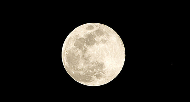 Congress is reconsidering a return to the Moon -